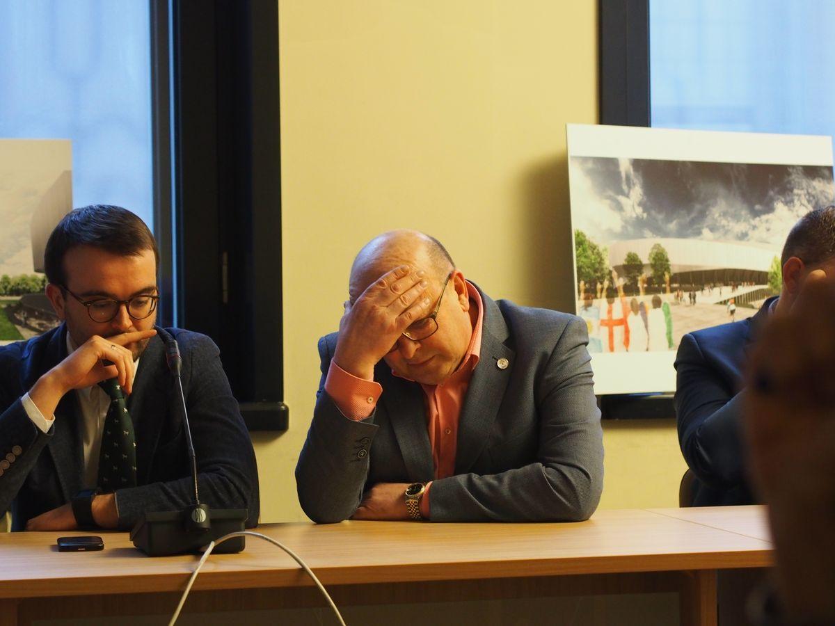 Kauno meras 2015 pompastiškai pristatė grandiozinį Sporto komplekso išplėtimo projektą I-ojo Žaliakalnio draustinyje, tačiau tuo visa informacija apie projektą ir baigėsi