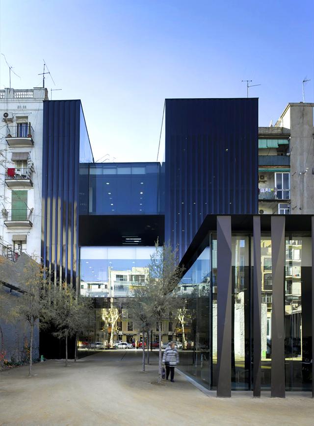 "Senjorų kompleksas Barselonoje, arch. ""RCR Arquitectes"". Foto: H.Suzuki"