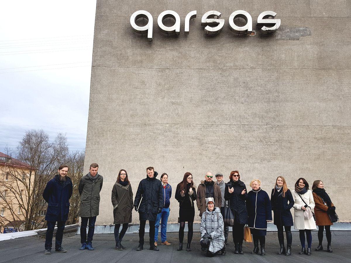 """Architektų kūrybinės dirbtuvės nagrinėja įvairias galimybes Stasio Eidrigevičiaus Menų centrui panaudoti milžinišką kino teatrą """"Garsas"""" Panevėžio centre."""