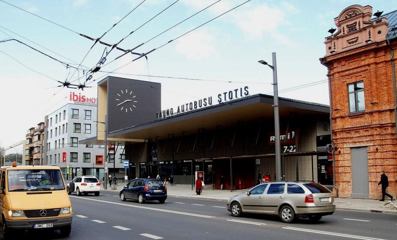 Autobusų stoties tūris korektiškai įsikomponavo margame Vytauto pr. užstatyme (arch.G.Balčytis ir grupė)
