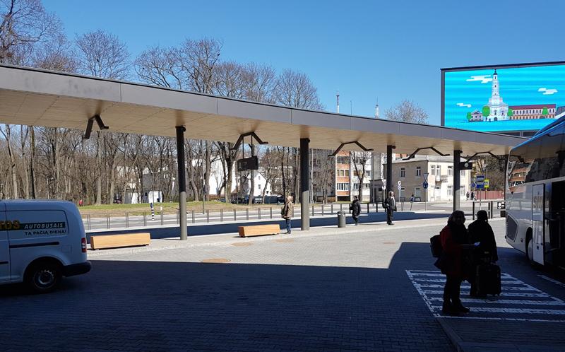 Keleivių išlaipinimo peronas išilgai bažnyčios gatvės – funkcionalus ir erdviškai motyvuotas sprendimas (arch.G.Balčytis ir grupė)