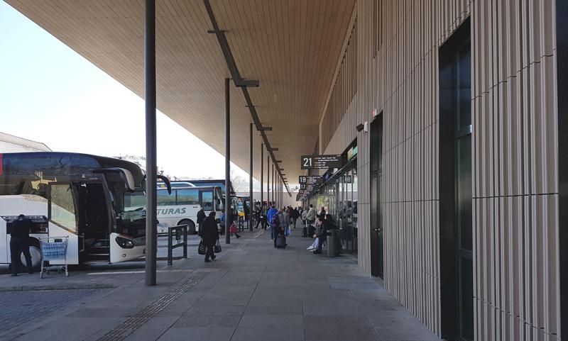 Keleivių peronas – kompaktiškas, patogus ir aiškus (arch.G.Balčytis ir grupė)