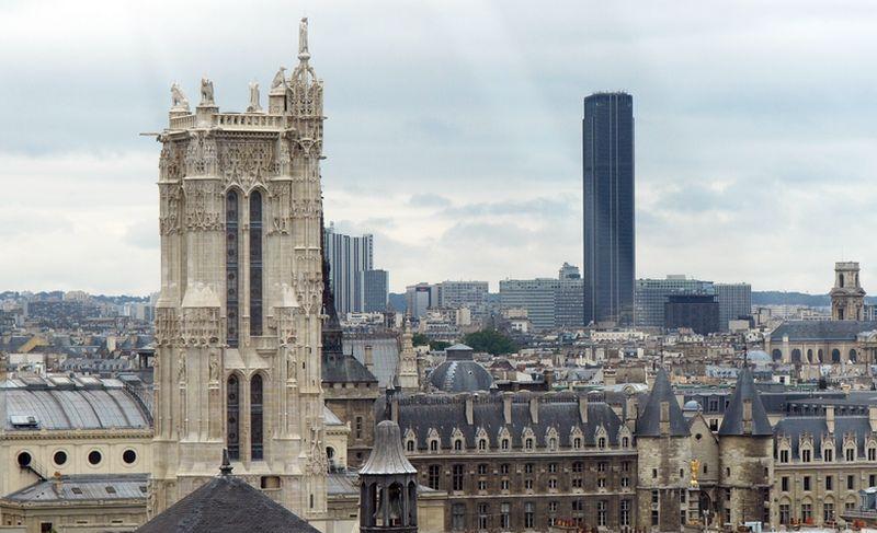 Virš eilinio užstatymo Paryžiuje kyšantis 210 metų aukščio juodas monolitinis Montparnaso bokštas vadinamas urbanistine žaizda. Foto: ©PILOTAS.LT