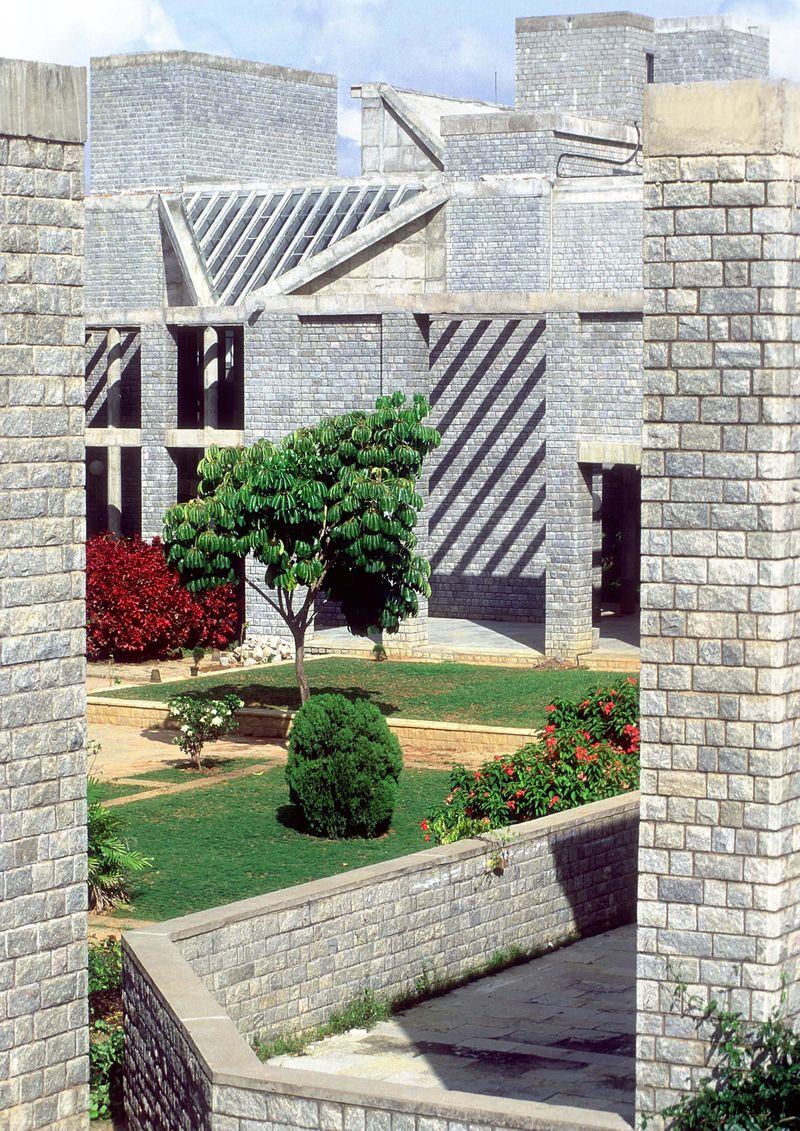 Indijos vadybos institutas, arch. B.Doshi