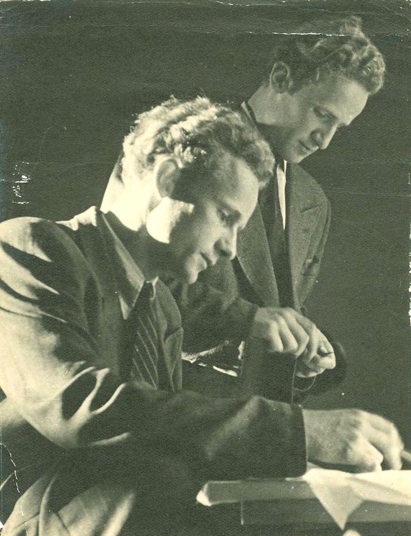 Dvyniai viską darė kartu: sportavo, piešė, studijavo architektūrą. Po Vilnių iki šiol klaidžioja anekdotiškos istorijos dėl brolių Nasvyčių panašumo. (A.Nasvyčio archyvo nuotrauka)