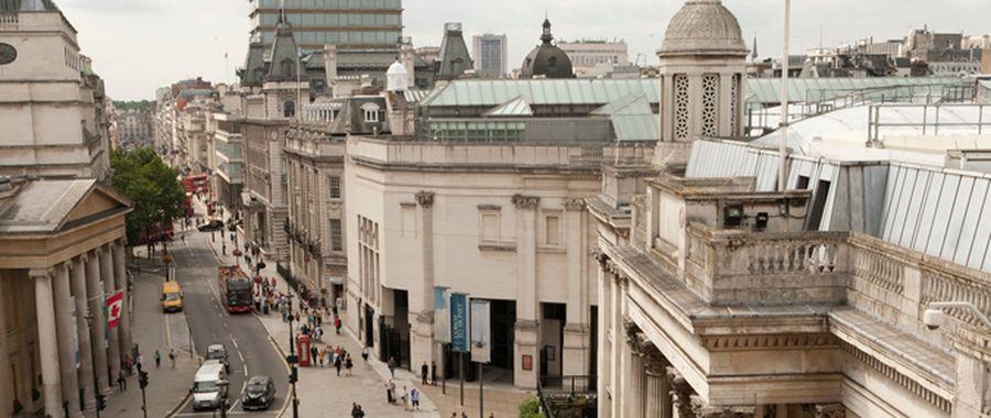 """Didžiosios Britanijos Nacionalinės galerijos Sainsbury sparnas (arch. """"Venturi, Rauch ir Scott Brown"""", 1991 m). Foto: Didžiosios Britanijos Nacionalinė galerija"""