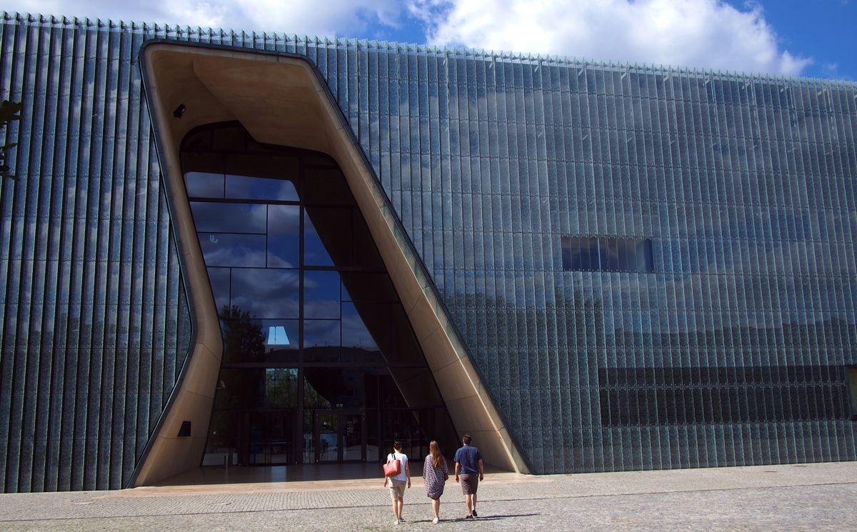 """Lenkijos žydų muziejus """"POLIN"""" Varšuvoje (arch. """"Lahdelma & Mahlamäki Architects"""") 2014 metais nusipelnė suomių architektūros apdovanojimo """"Finlandia"""", o gavo """"Europos muziejaus apdovanojimą 2016"""". Foto: ©PILOTAS.LT"""