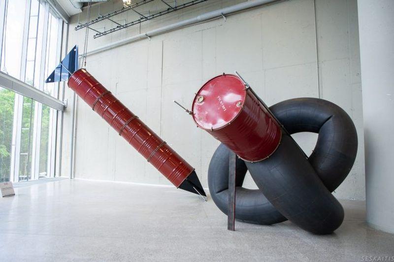 """Geriausia """"ArtVilnius'18"""" skulptūra/instaliacija paskelbta parodos """"Takas"""" dalyvio Vlado Urbanavičiaus skulptūrinė instaliacija """"Junginys1/ Junginys 2"""