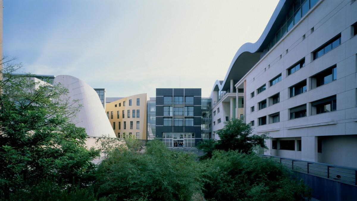 """Kompleksas """"Cite de la Musique"""" Paryžiuje, arch. Ch. de Portzamparc (1990)"""