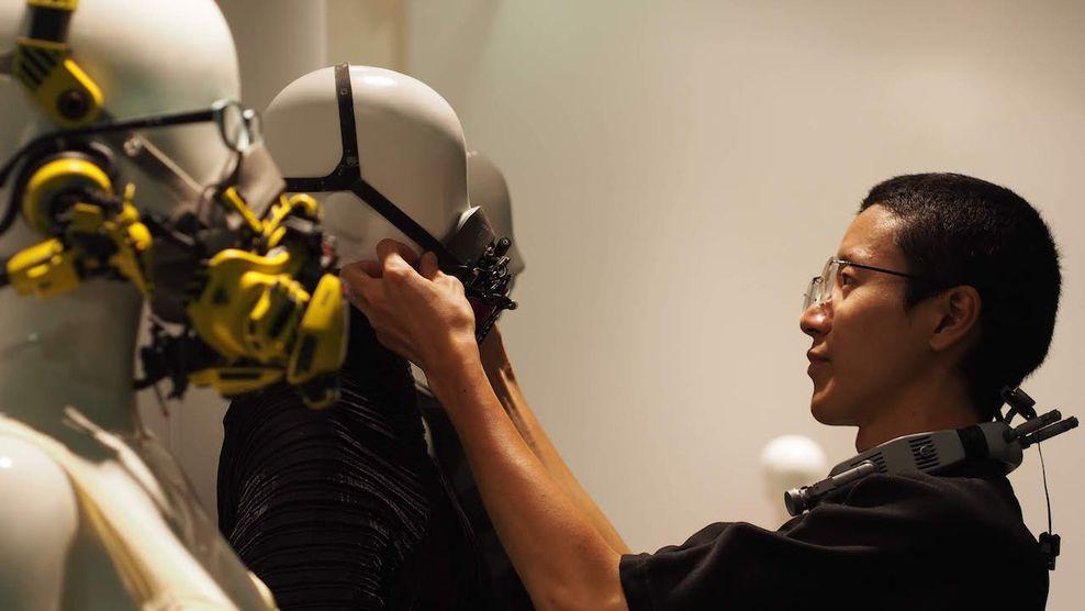 Futuristinės Cyberpunk mados dizaineris Hiroto Ikeuchi. Festivalis NOW JAPAN