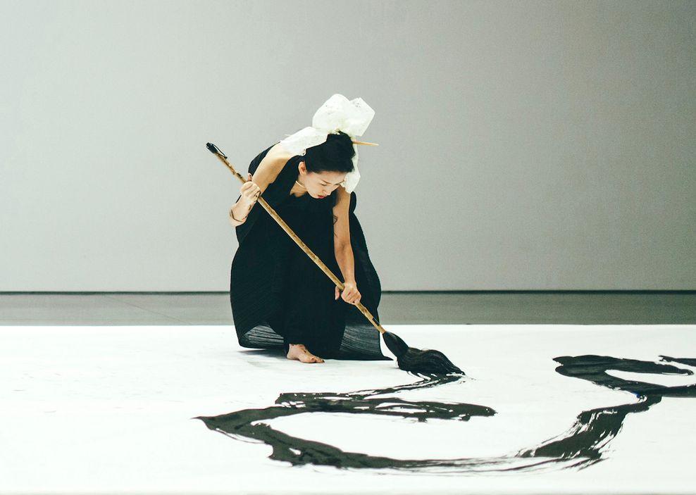 Kaligrafijos didmeistrė Aoi Yamaguchi. Festivalis NOW JAPAN