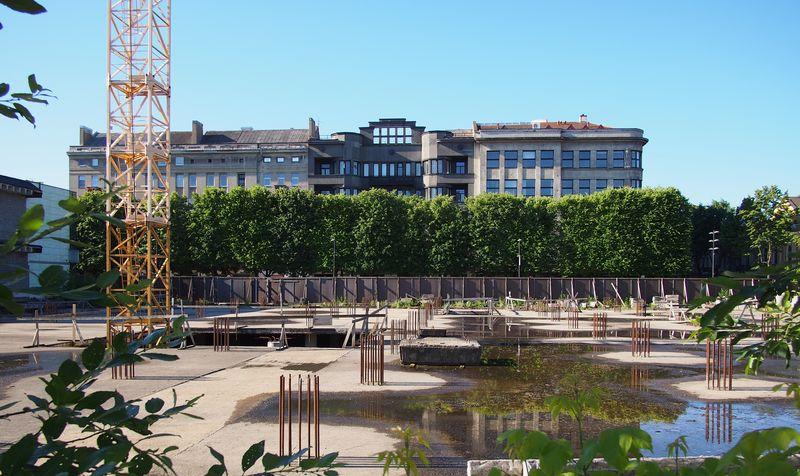 """Firmos """"Homburg Merkurijus"""" statyba, nugriovus architekto Algimanto Sprindžio statinį, pasistūmėjo nedaug. Foto: ©pilotas.LT"""