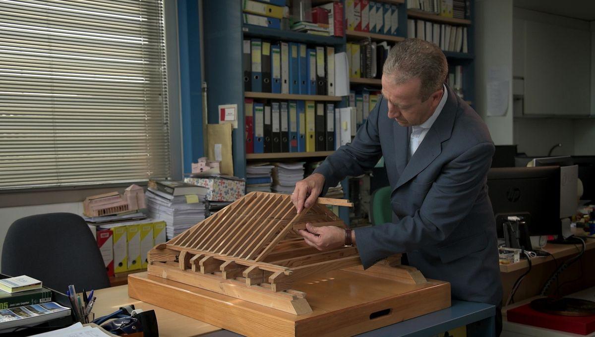 2018 METŲ Rafaelio Manzano premijos laureatas ispanų architektas Chanas de Dios de la Hozas specializuojasi istorinės architektūros restauracijoje ir atkūrime, naudojant tradicienes technologijas