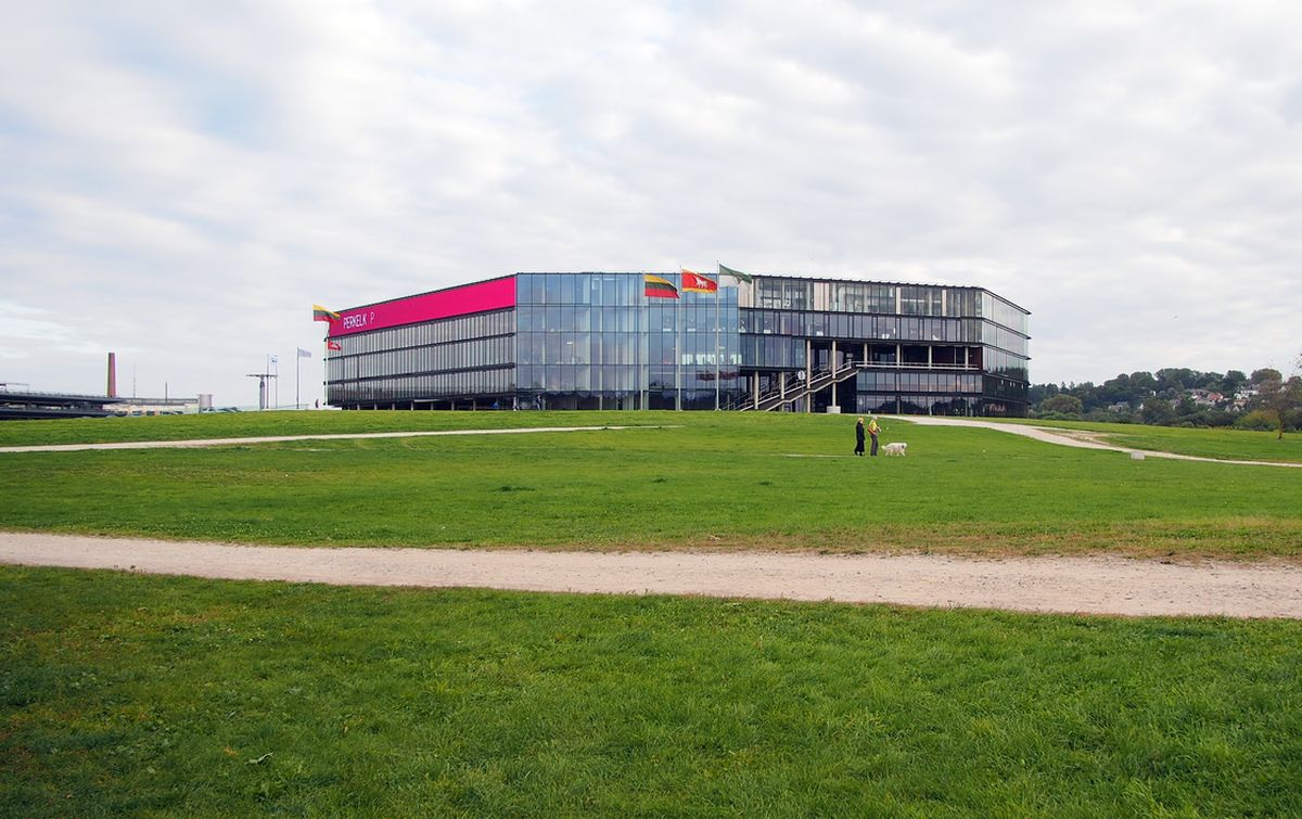 Architektas A.Ramanauskas (E.Miliūno studija) daugiafunkcį vandens sporto centrą vakarinėje arenos pusėje planuoja įleisti į landšaftą. Foto: ©PILOTAS.LT