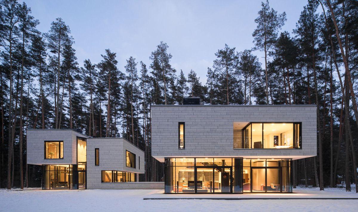 """Architektūros studija """"Plazma"""": Du namai Turniškėse (Vilnius). Architektai: Rytis Mikulionis, Paulius Paskačimas. (Foto: Norbert Tukaj)."""