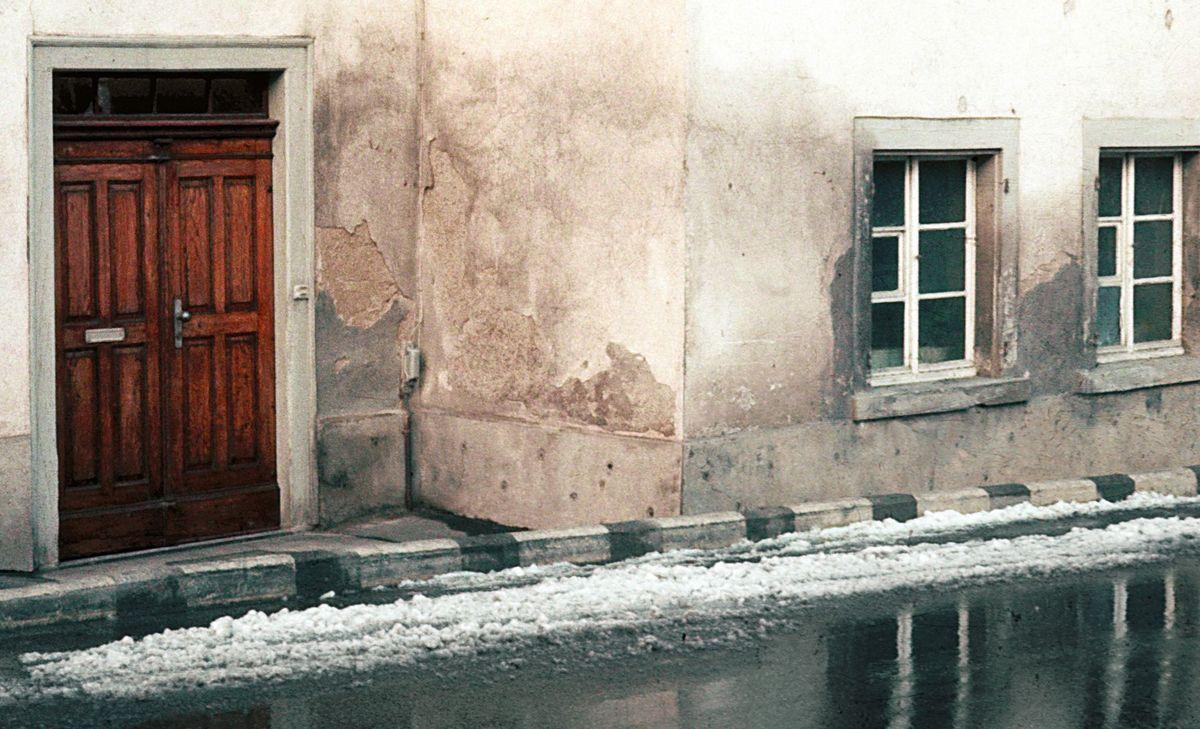 Gatvėse žiemą barstoma druska – pagrindinis fasadų erozijos veiksnys.
