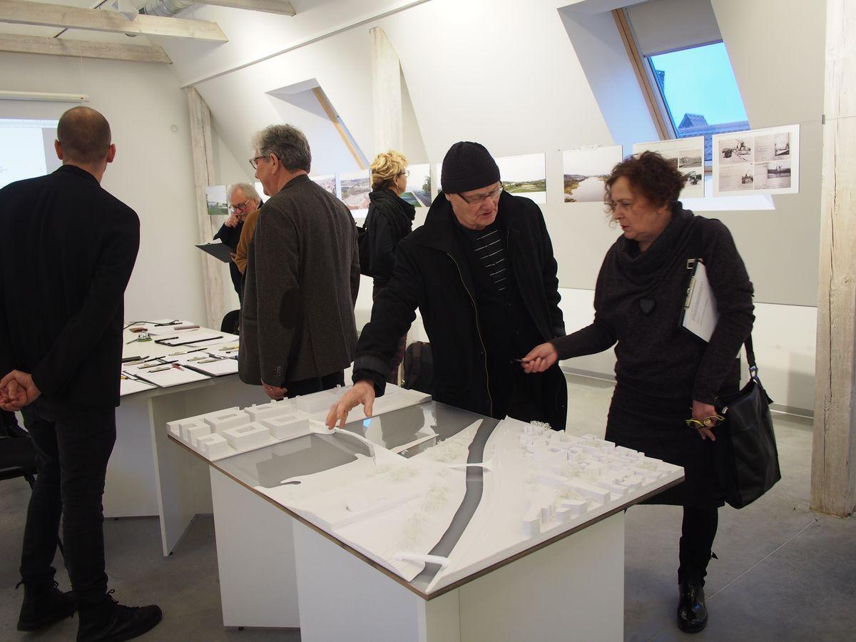 Autorių noras 2 pėsčiųjų tiltų į Nemuno salą projektus aptarti su kolegomis išprovokavo gyvas KAUET ekspertų diskusijas ©PILOTAS.LT