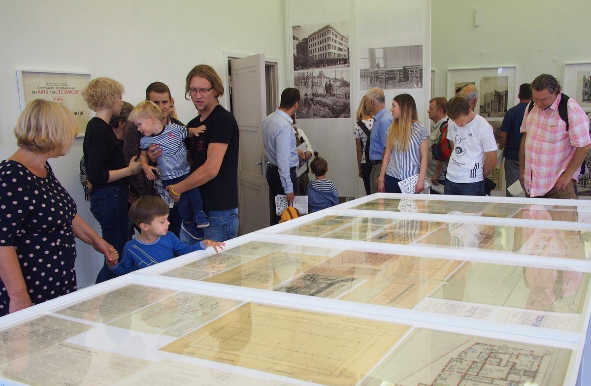Pernai rudenį veikusi Vytauto Landsbergio-Žemkalnio archyvo paroda buvo gausiai lankoma bei giriama tiek eilinių kauniečių, tiek architektūros kritikų . Foto: ©PILOTAS.LT
