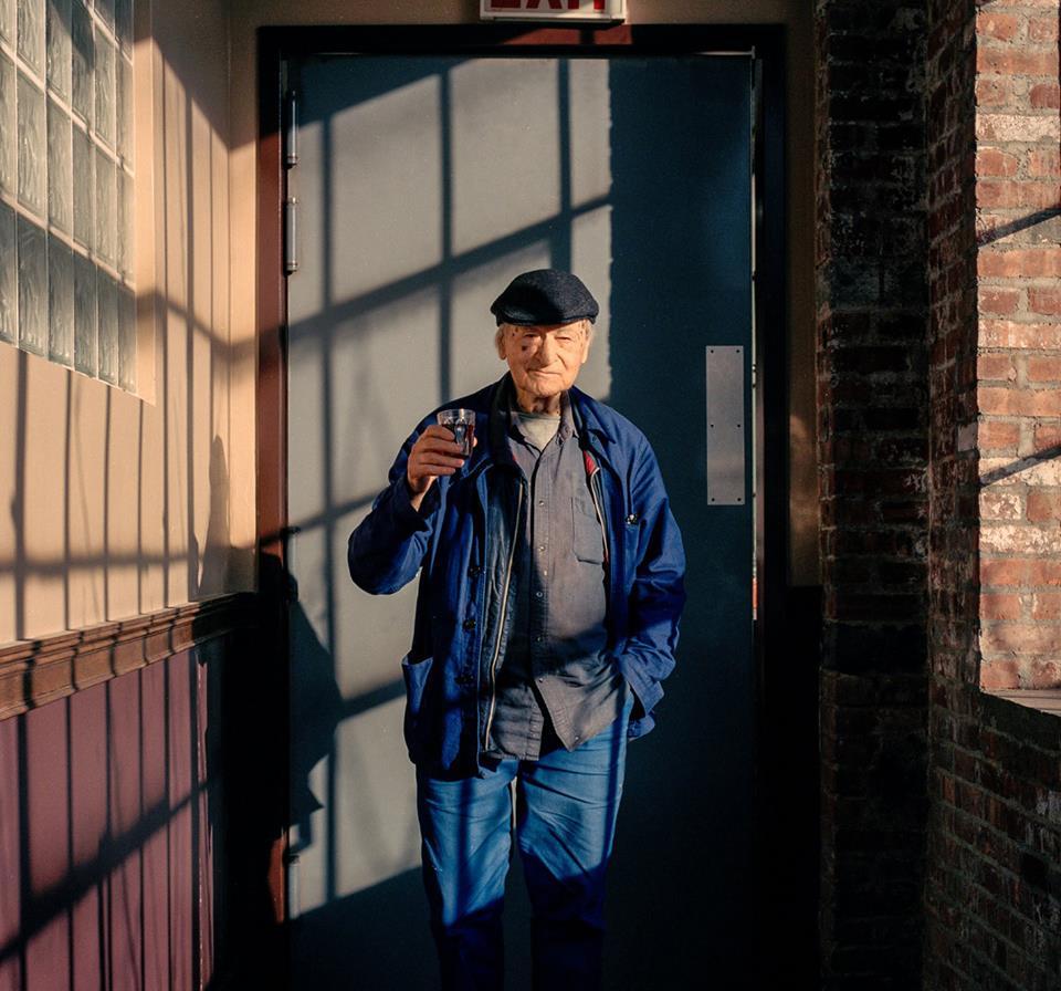 """96 metų sulaukęs menininkas Jonas Mekas laikėsi """"gyvenimo čia ir dabar"""" filosofijos. Foto: PILOTAS.LT archyvas"""