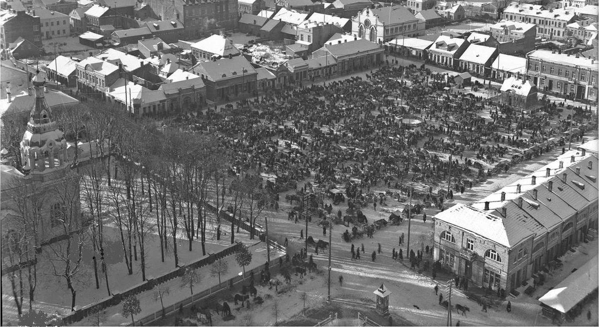 Prisikėlimo aikštė Šiauliuose I Respublikos metais (Archyvinė nuotrauka iš Katedros bokšto, 193? M.).