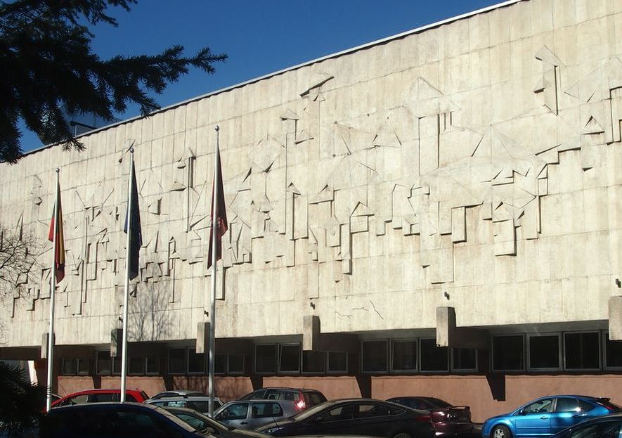 Alfredo Jakučiūno suprojektuotas administracinis pastatas (Kaunas, K.Donelaičio g., 1977) dabar pertvarkytas VDU, išsaugant nemažai autentikos. Foto: Pilotas.LT archyvas, 2015.