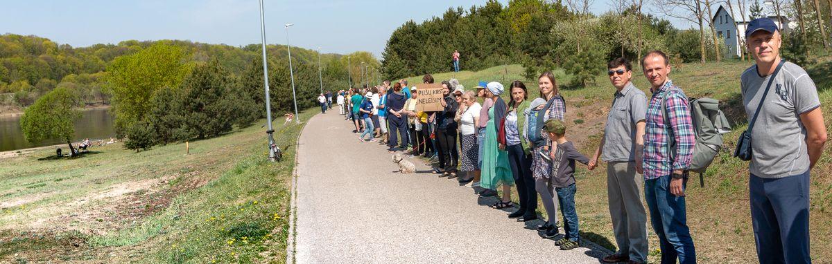Neregėtai galinga kauniečių protesto akcija prieš transportinę intervenciją Šančių krante balandžio 27. Foto: D.Petrulis