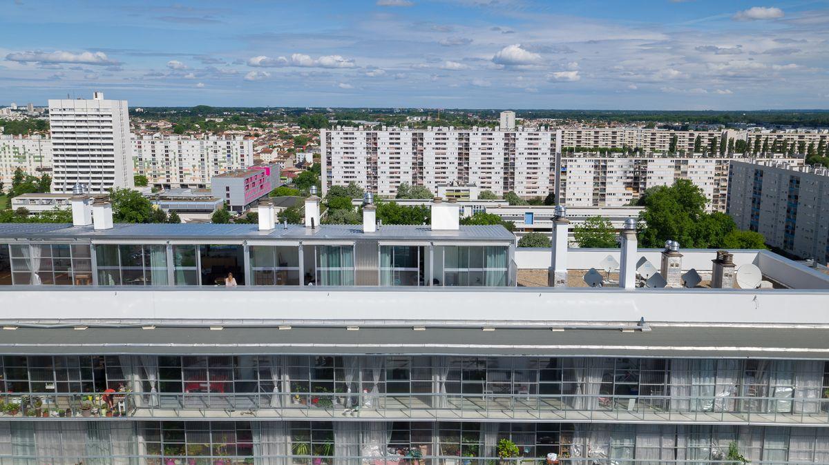Architektai A.Lacaton, J.P.Vassal, F.Druot, C.Hutin Mies van der Rohe premijos nusipelnė už inovatyvią 7-ojo dešimtmečio 530 socialinių butų komplekso Bordo mieste (Prancūzija) renovaciją. Foto: Mies van der Rohe fondas