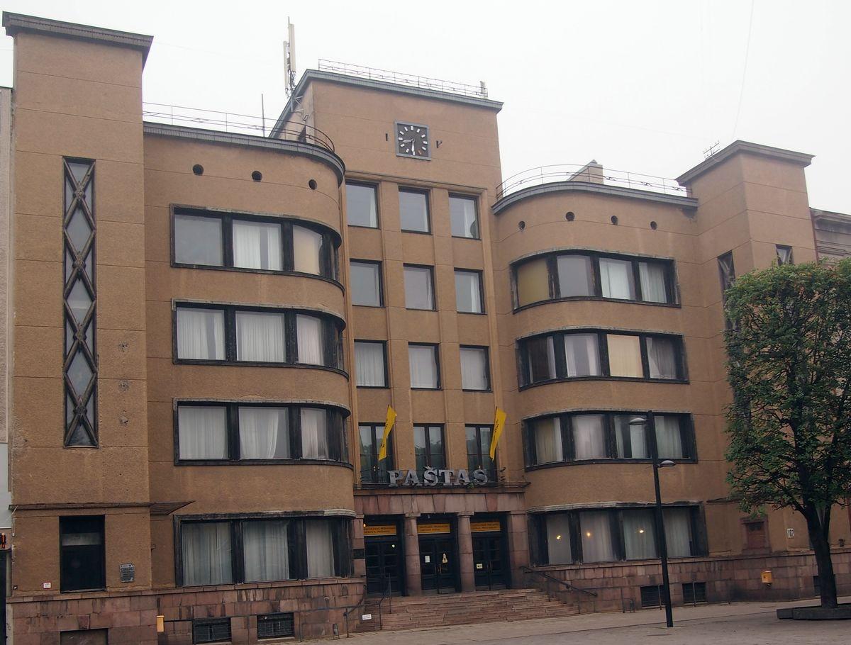 Kauno centrinis paštas yra vienas svarbiausių tarpukario valstybės reprezentacinių ir modernizmo statinių (arch. F.Vizbaras, 1932 m.). Foto: ©PILOTAS.LT, 2014 m.