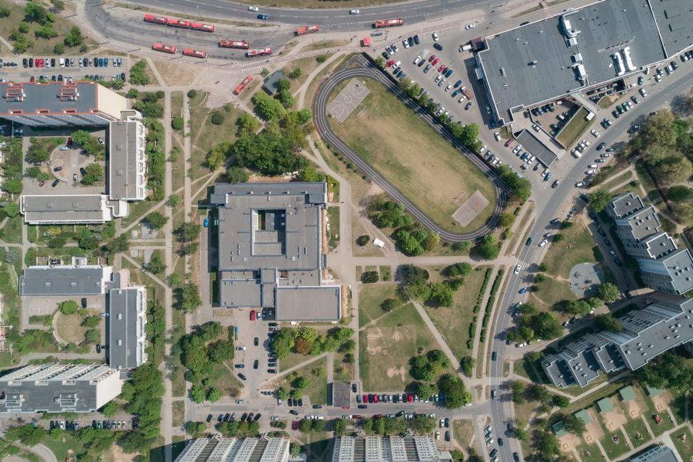 Naujasis 3 salių kompleksas iškils neužstatytame teritorijoje greta mokyklos. Foto: Vilniaus savivaldybė