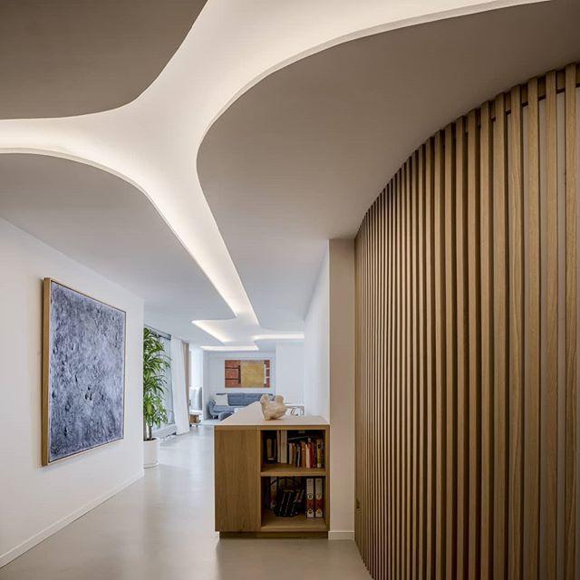 """Interjeras gyvenamąjame dangoraižyje """"Torres Blancas"""" Madride (studija """"Arquivio architects"""")"""