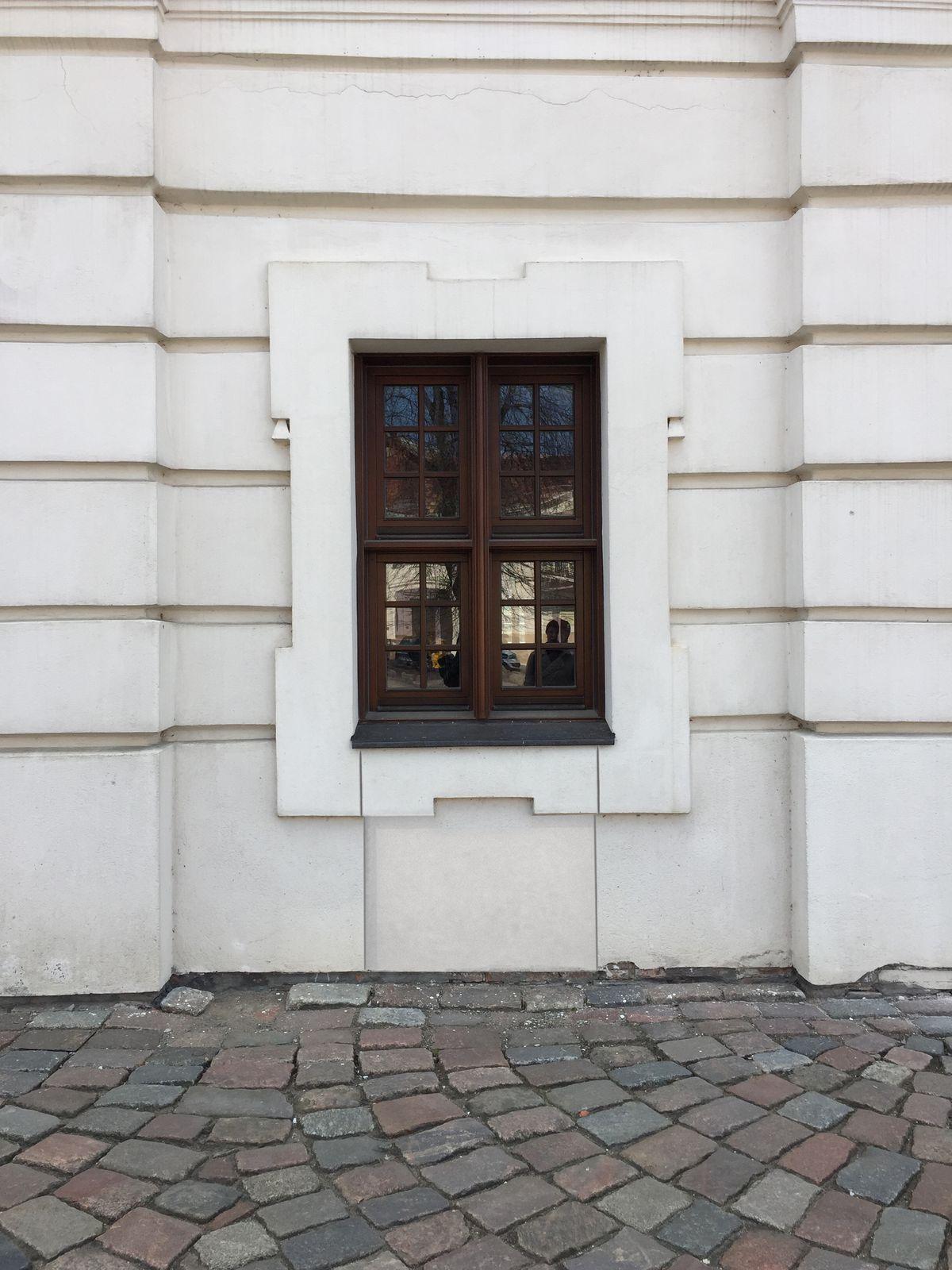 Kavinės durų įrengimas vietoje lango (vizualizacija)