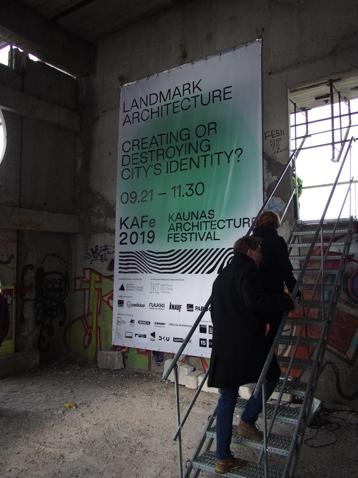 """Kauno architektūros festivalis """"KAfe 2019"""" atidarymui sukvietė į nebaigtą statyti viešbutį """"Britanika"""". Foto: ©PILOTAS.LT"""