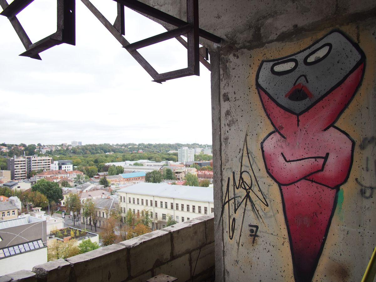 Viešbučio interjere – apstu per 3 dešimtmečius paliktų gatvės kultūros ženklų. Foto: ©PILOTAS.LT