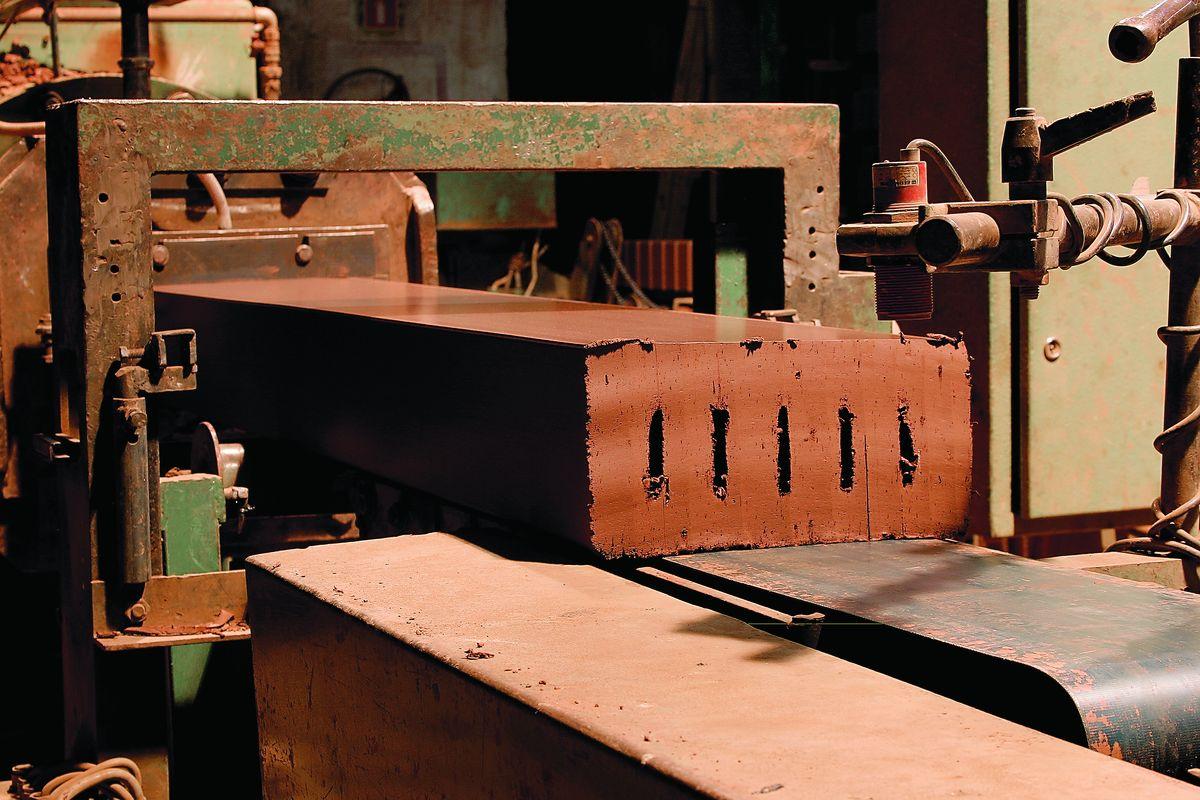 Gamykla PATOKA garsėja tradicine klinkerio gamybos technologija.