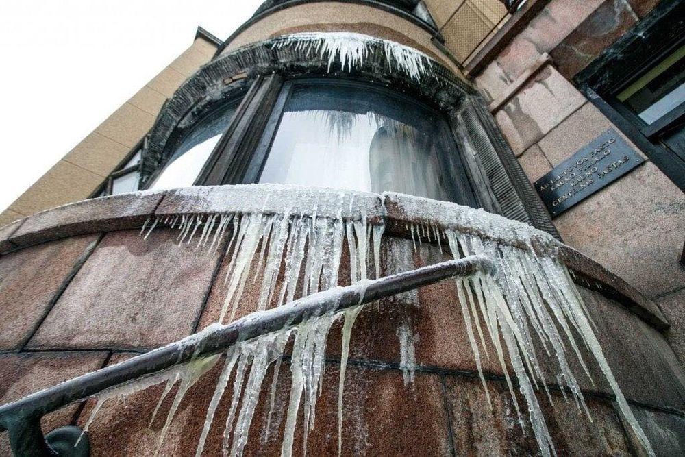 2019 žiemą atsainiai eksploatuojamuose Pašto rūmuose sprogo vamzynas. Visuomenė suprato, kad unikalus objektas – pražūtingame pavojuje. Foto: pilotas.LT archyvas