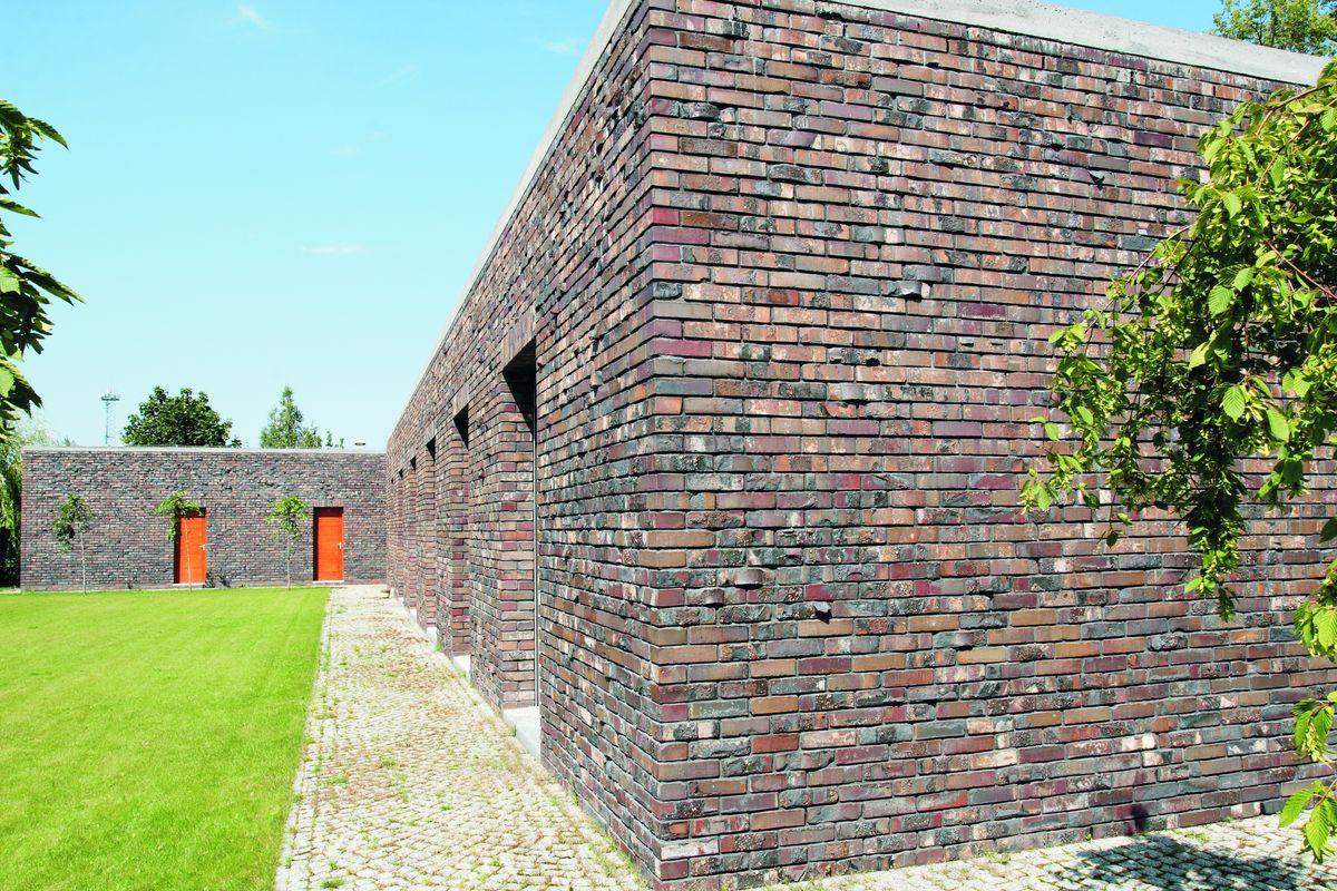Klinkerio Patoka mūro faktūros dažnai tampa architektūrine tapatybe