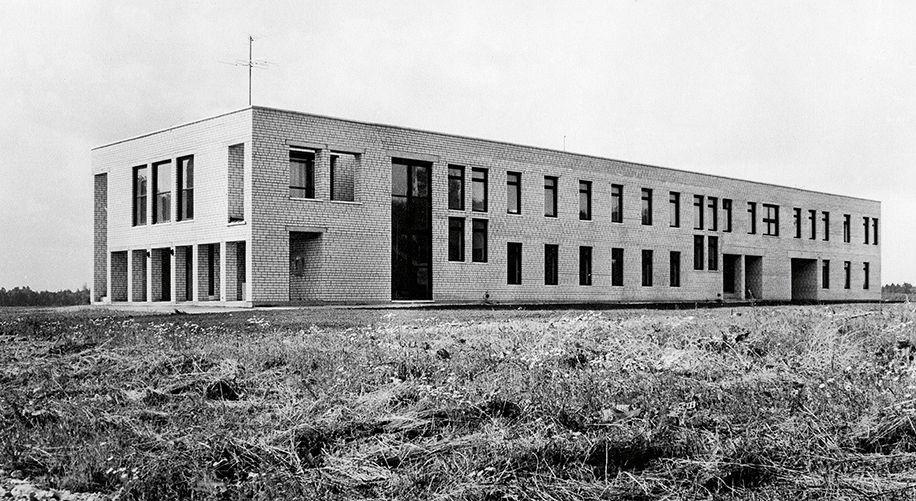 Kolūkio kontora, Peetri, Estija. Architektas Vilen Kunnapu, 1985