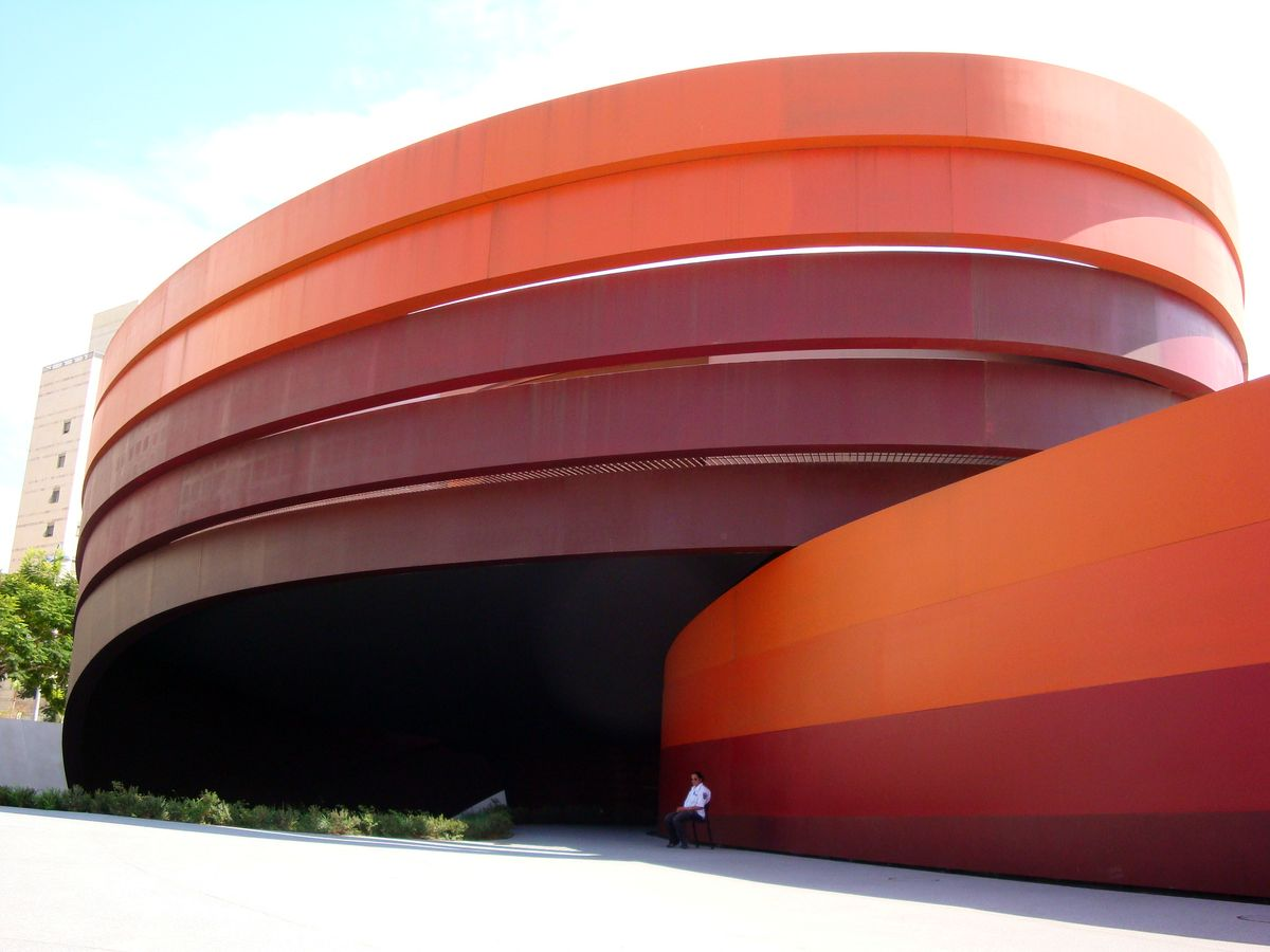 Holono dizaino muziejus, arch. Ron Arad, 2010 m. Foto: Wikipedia