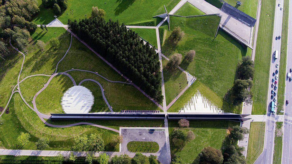 Maarjamäe komunizmo aukų ir Estijos karininkų memorialas (Kalle Vellevoog, Jaan Tiidemann, Tiiu Truus). Foto: Martin Siplane