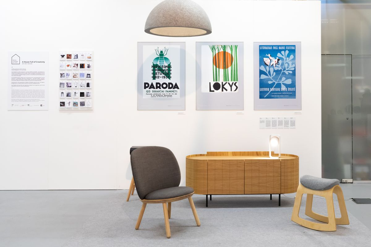"""Keliaujanti lietuviško dizaino paroda ,,Design Lithuania"""" eksponuojama garsiąjame Vienos Muziejų kvartale įsikūrusioje galerijoje """"Designforum Wien"""". Fotografijų autorė: Jana Madzigon."""