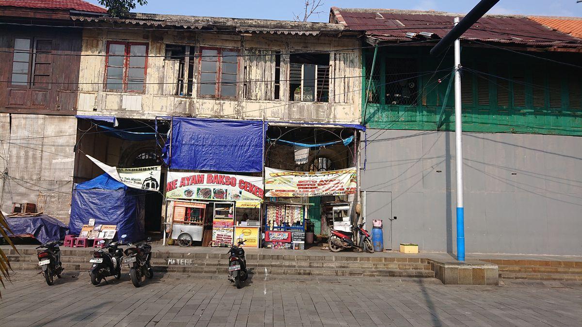 Indonezijoje skurdas ir prabanga visada greta, tačiau saugumas – bene didžiausias Azijoje. Foto: Olandai Džakartos istorinėje dalyje paliko europietiškos architektūros ženklų, tačiau šie apleisti ir netvarkomi. Foto: ©PILOTAS.LT