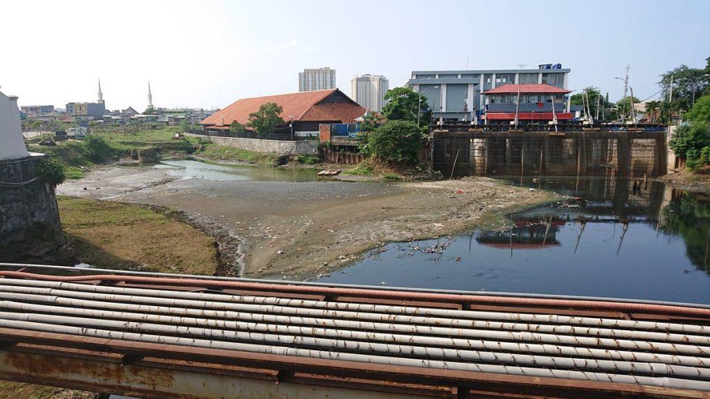 Džakartos miesto vandenys – vieni labiausiai užterštų visame pasaulyje. Foto: ©PILOTAS.LTsituacija. Foto: ©PILOTAS.LT