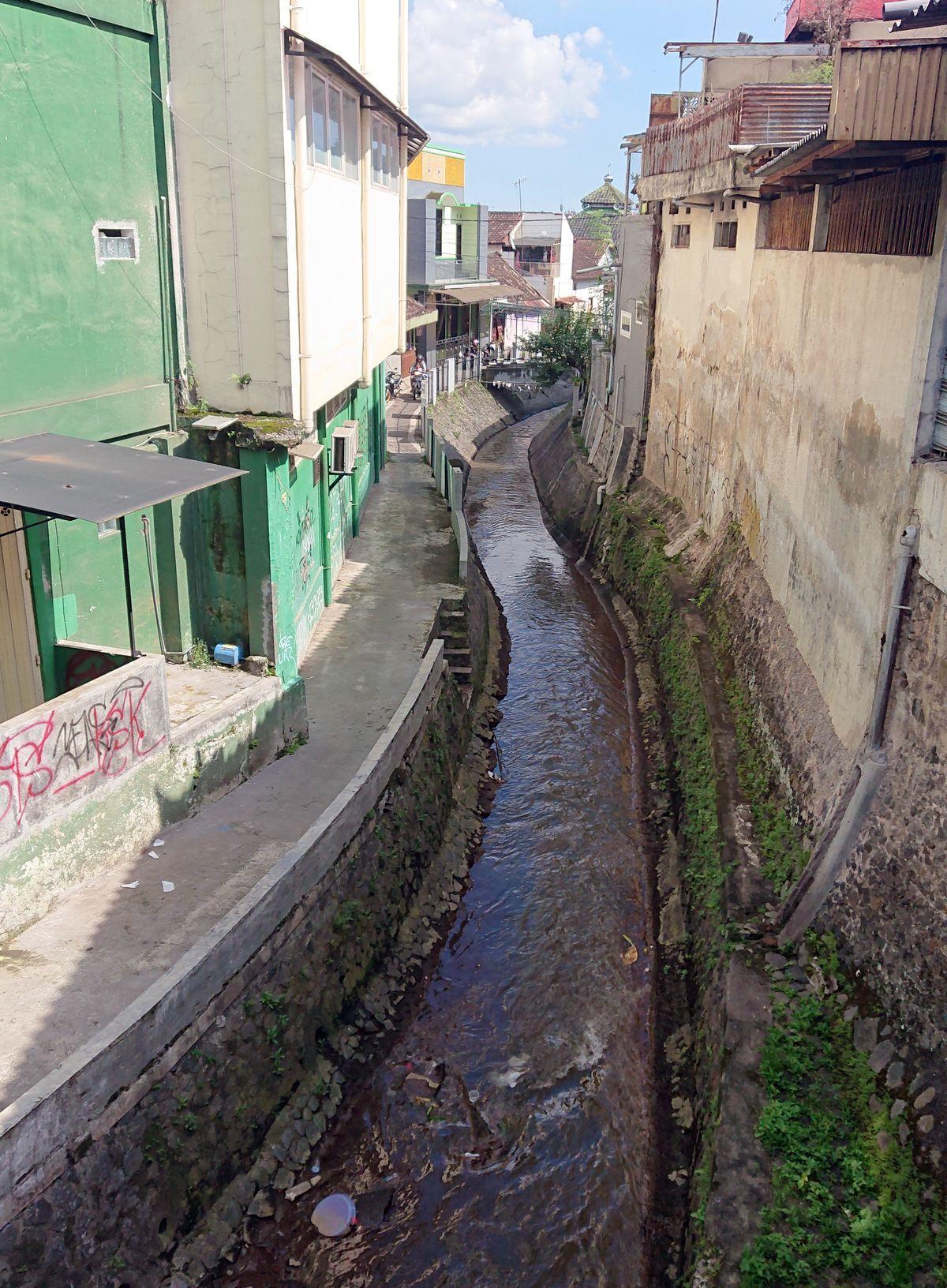 Džakartoje išvaloamvos 2-4 proc. miesto nuotekų, o miesto kvartalus raižo kanalizacijos grioviai. Foto: ©PILOTAS.LT
