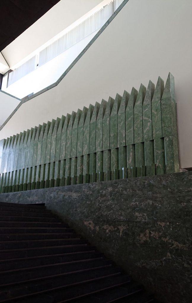 Mykolo Žilinsko dailės galerija (arch. E.Miliūnas, K.Kisielius, S.Juškys; 1989 m.) – vienas ryškiausių Lietuvos postmodernizmo architektūros pavyzdžių. Foto: ©PILOTAS.LT