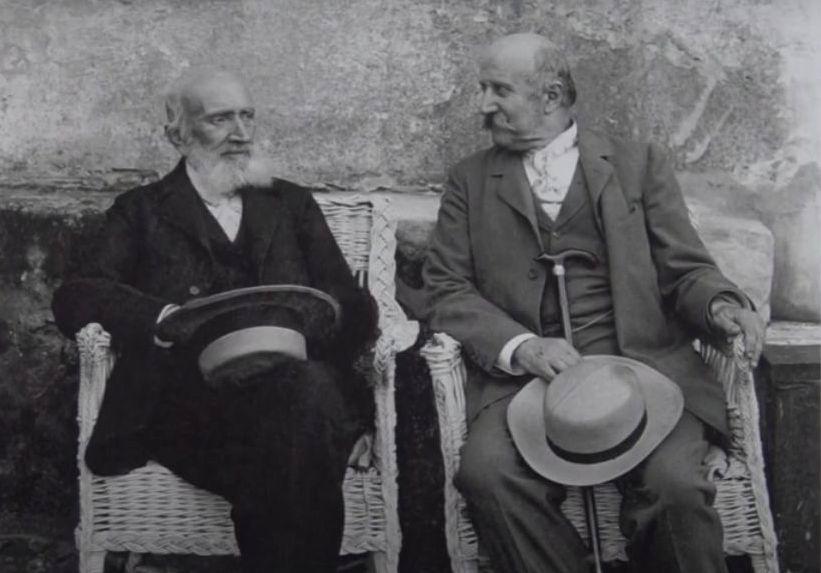 Grafas Stanislovas Kazimieras Kosakovskis (dešinėje) fotografuoti pradėjo 1893-aisiais, jau solidaus amžiaus, tačiau O.Daugelio teigimu, sukūrė ir atspaudė daugiau nei 50.000 nuotraukų. Foto: S.K.Kosakovskis, apie 1900 m. MKČ muziejaus rinkinys.
