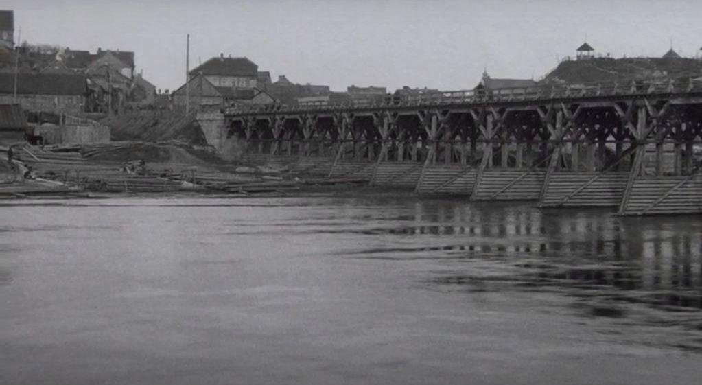 Grafas mėgo fotografuoti Vaitkuškio apylinkes – Ukmergės tiltas per Šventosios upę. Foto: S.K.Kosakovskis, apie 1900 m. MKČ muziejaus rinkinys.