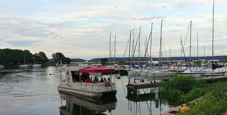 Visi norintys galėjo pravėdinti mintis laivu skrosdami Kauno marių vilnis. Foto: ©PILOTAS.LT