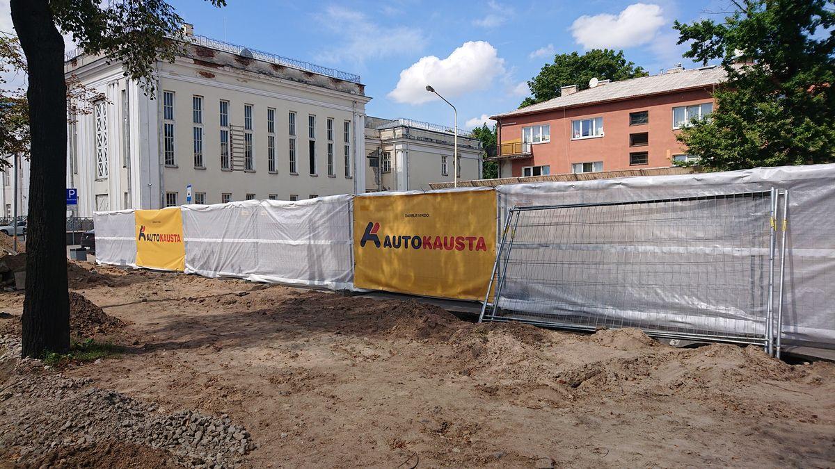 Kapitaliniai atnaujinimo darbai pradedami Kauno valstybinio muzikinio teatro prieigose bei sodelyje. Foto: ©PILOTAS.LT