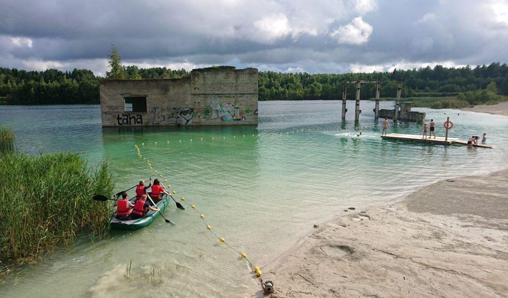Rumu karjero centras lankytojams siūlo įvairias vandens pramogas ©PILOTAS.LT