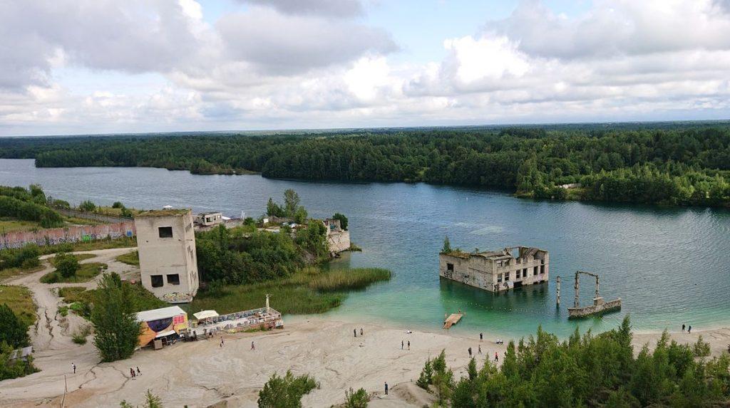 Rumu karjere kalkakmenį, vadinamąjį Vasalemma marmurą, estai kasė nuo pat 1938-ųjų, o dabar čia – itin skaidraus vandens ežeras. Foto: ©PILOTAS.LT